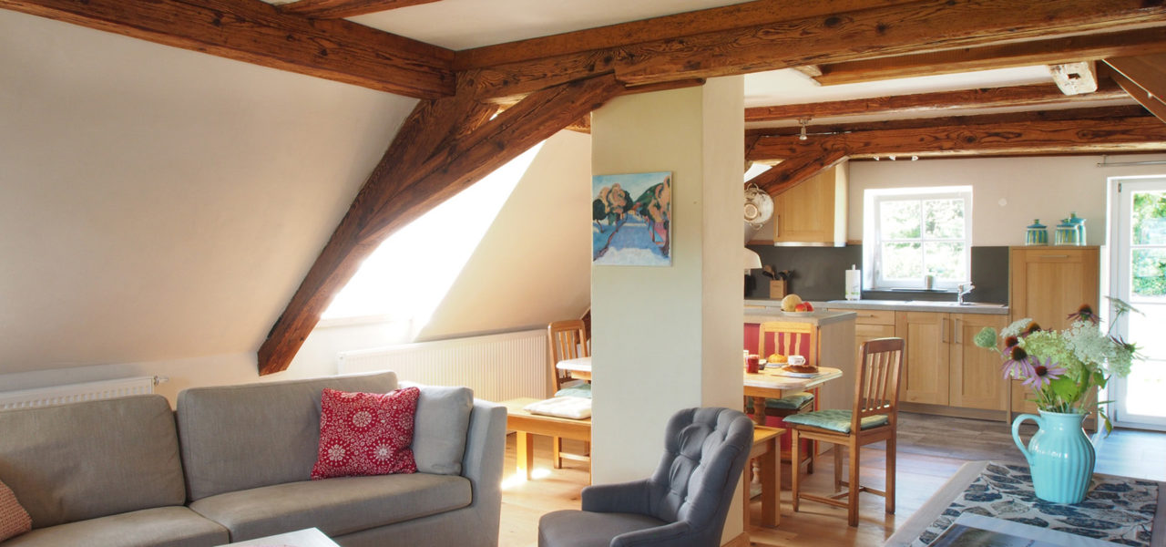 Wohnzimmer der Ferienwohnung im Dachgeschoss