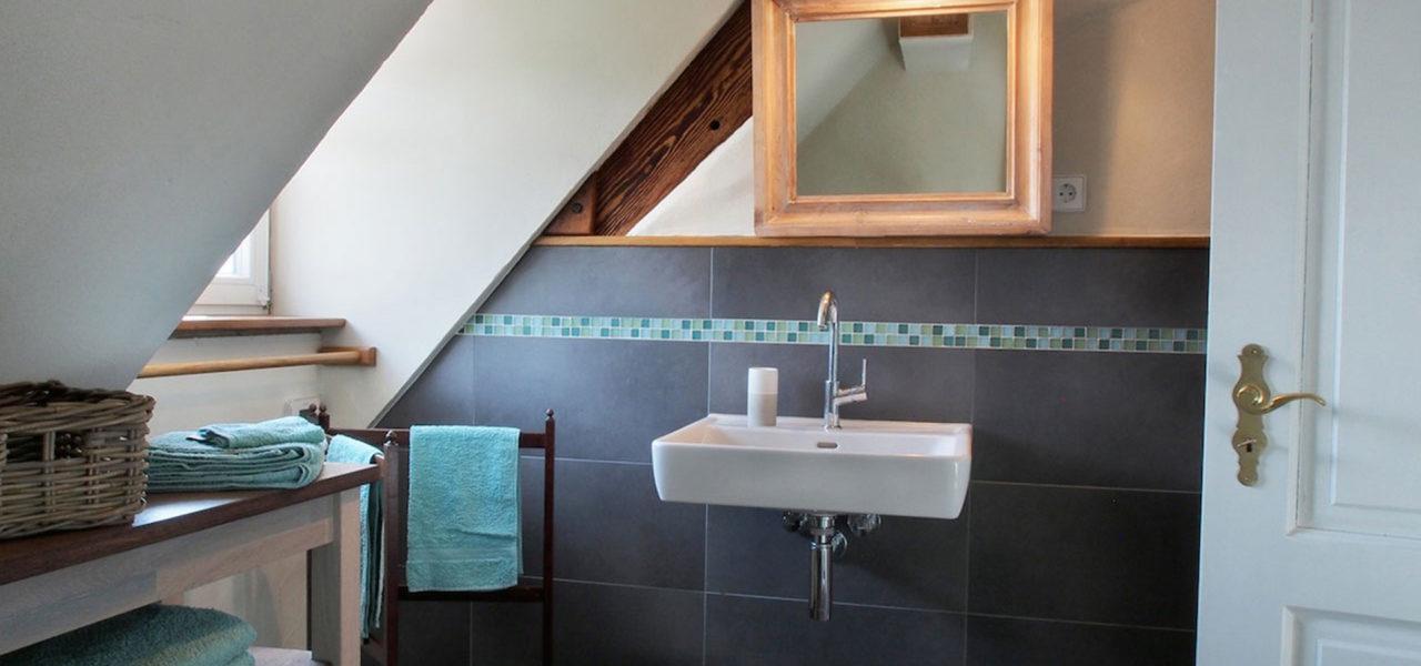 Badezimmer der Ferienwohnung im Dachgeschoss