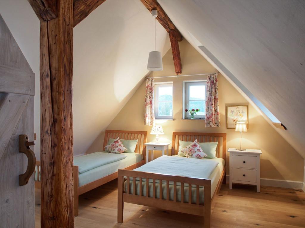 Schlafzimmer im Spitzboden der Ferienwohnung in Öhningen am Bodensee