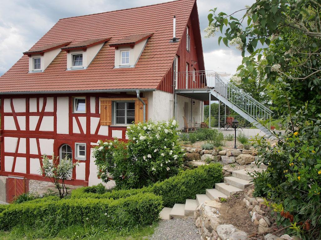 Ostansicht mit Zugang zur Terrasse des Ferienhaus in Öhningen am Bodensee