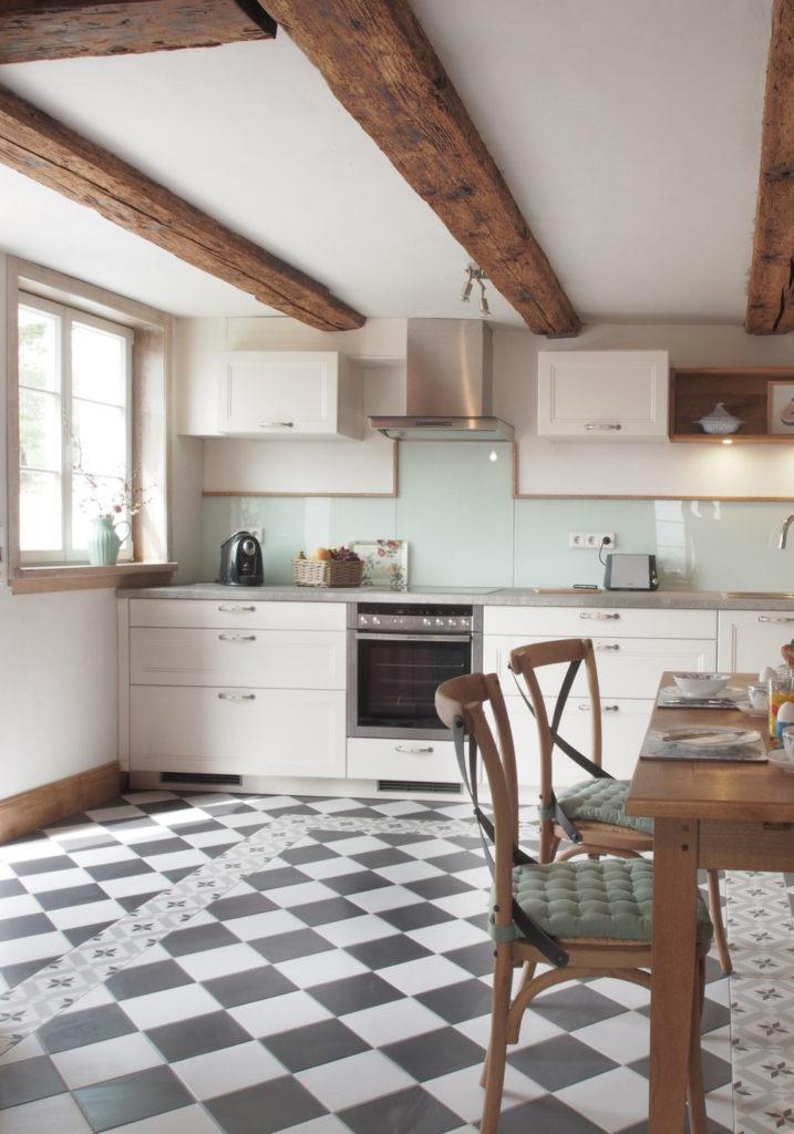 Küche der Ferienwohnung im Edgeschoss in Öhingen am Bodensee