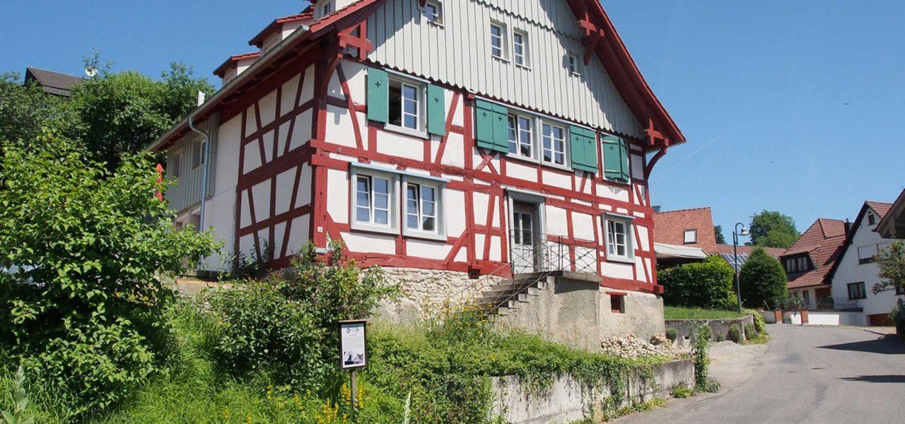 Außenansicht des denkmalgeschützen Ferienhaus in Öhningen am Bodensee