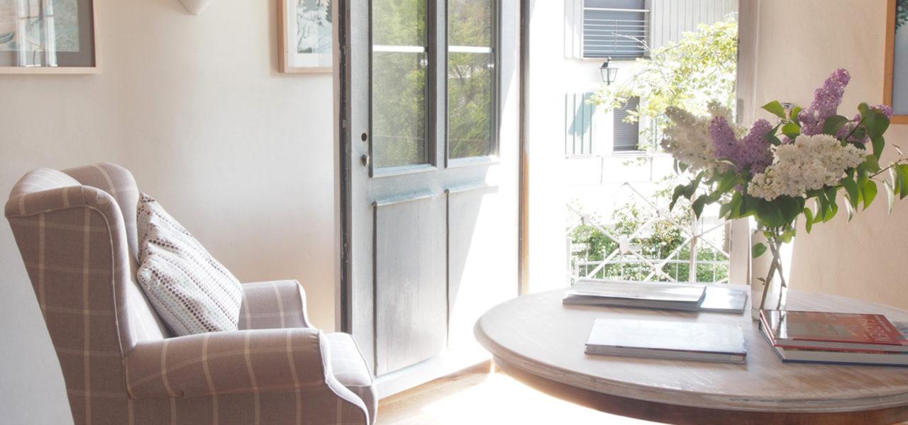 Sessel im Wohnzimmer der Ferienwohnung im Erdgeschoss