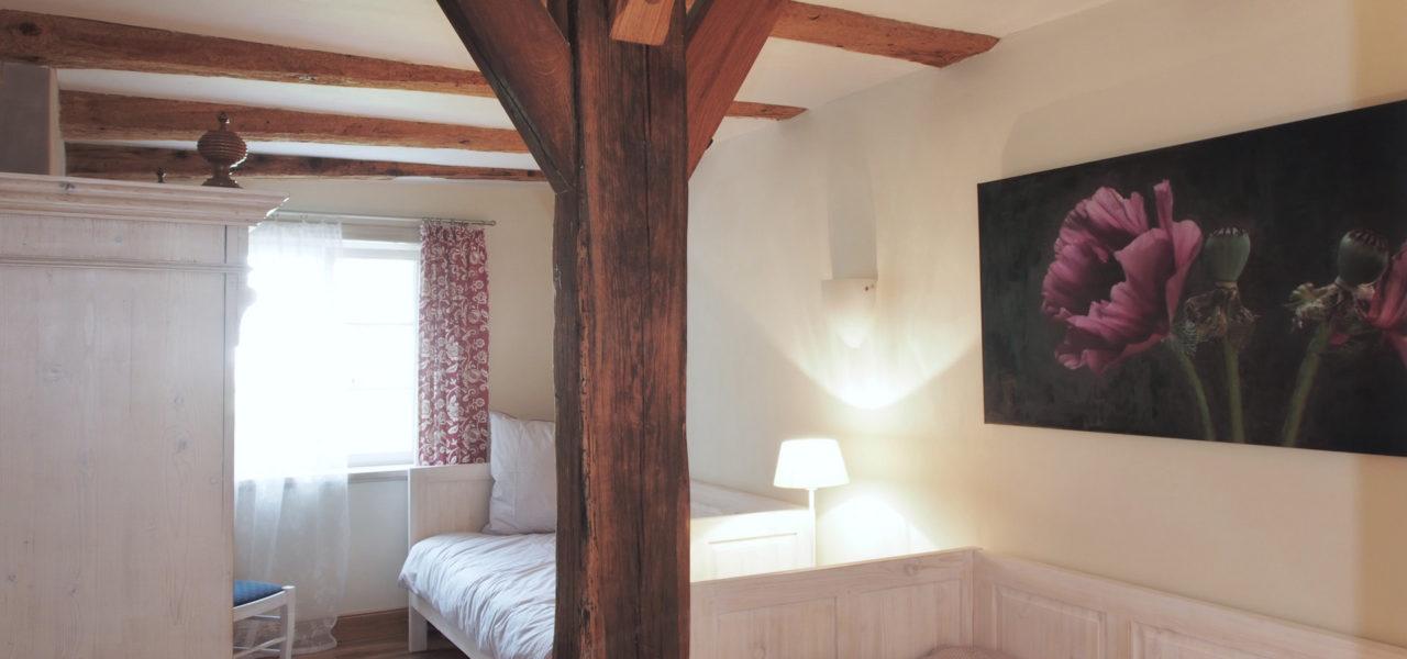 Schlafzimmer mit zwei Einzelbetten in der Ferienwohnung im Erdgeschoss