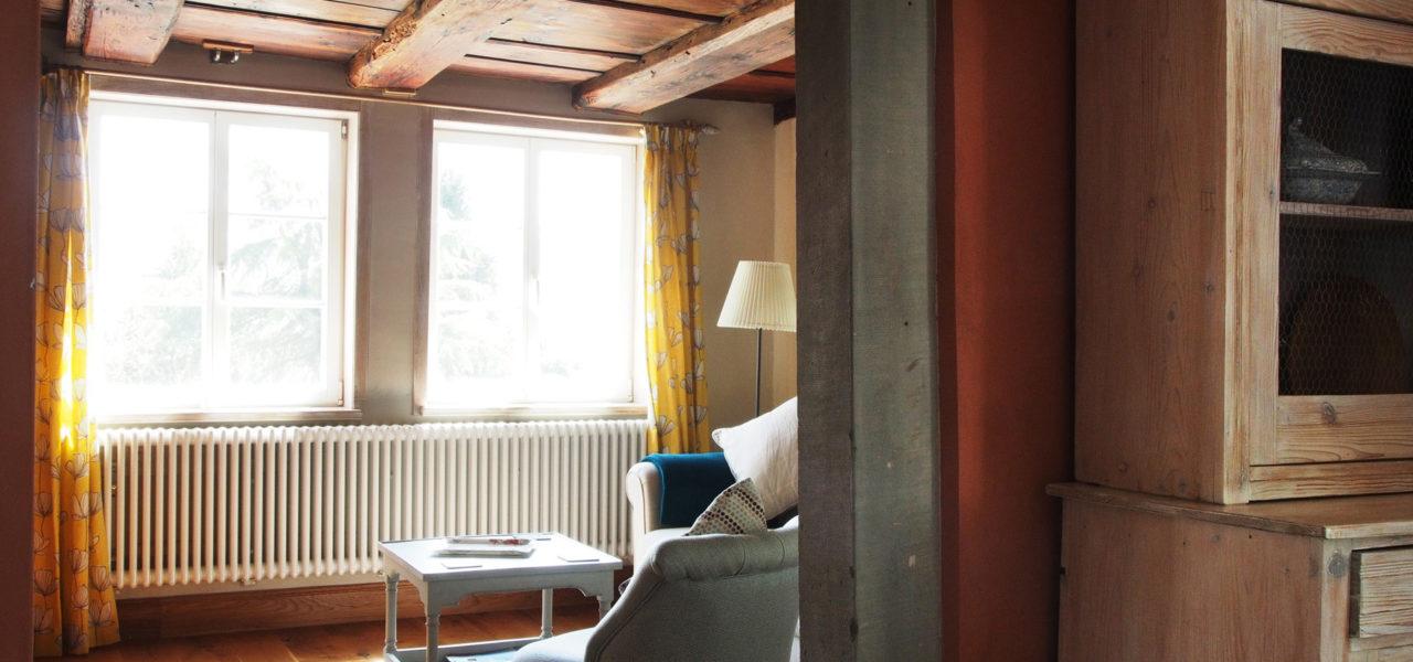 Sicht aus der Küche ins Wohnzimmer im Erdgeschoss